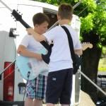 Rodzinna lekcja gry na gitarze szkoła muzyczna t.burton 2