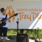 Rodzinna lekcja gry na gitarze szkoła muzyczna t.burton 3
