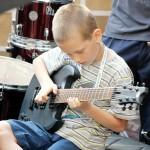 uczniowie nauka lekcje szkoła muzyczna t.burton koncerty występy 13