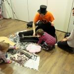 Rodzinna lekcja gry na gitarze szkoła muzyczna t.burton 12